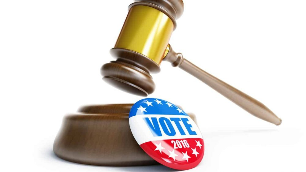 Gavel with a Vote 2016 button