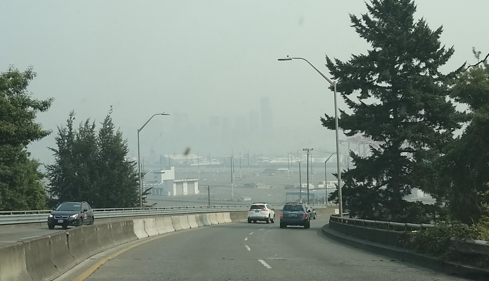 smokey sky with Seattle skyoine